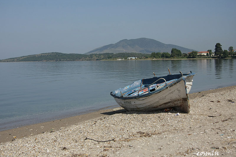 barca pe plaja